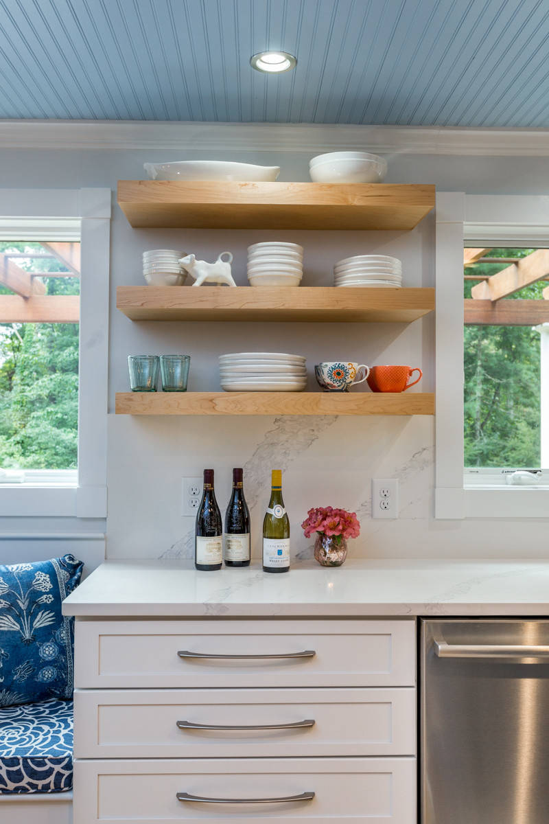 Contemporary Country - Kitchen and breakfast nook