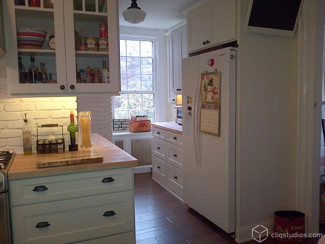 Traditional Kitchen Cabinet With Glass Upper Doors Manufacturer