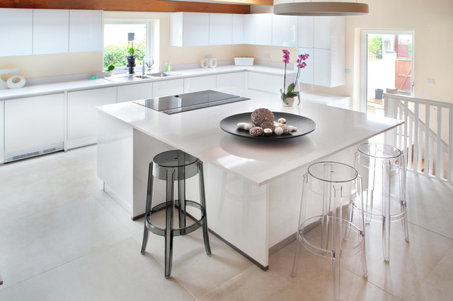Contemporary Handleless White Kitchen With Modern Features