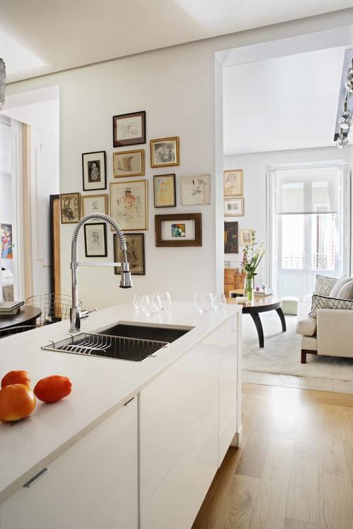 女性の過ごす時間が長いキッチン。そんな空間に趣味の物を飾れば、ホッとくつろぐことができますね。