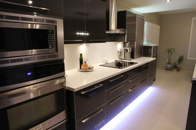 Contemporary Kitchen | High Gloss Laminate | Caesarstone Counter-Tops contemporary-kitchen