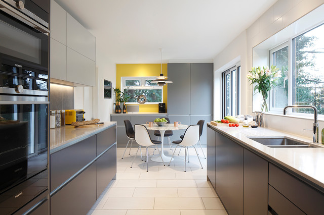 Contemporary kitchen contemporary kitchen london for Modern kitchen london