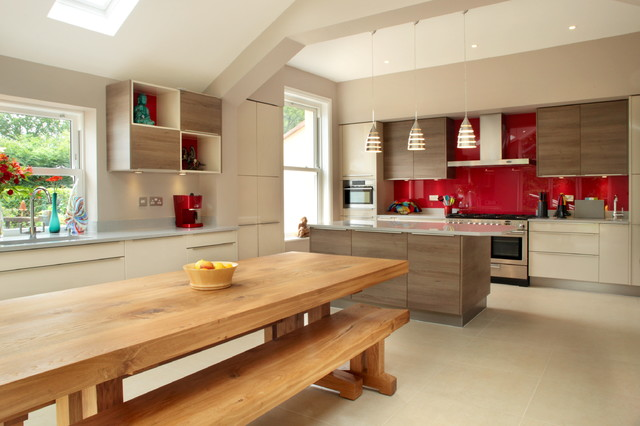 Inspiration For A Large Contemporary U Shaped Open Concept Kitchen Remodel  In Buckinghamshire With Flat