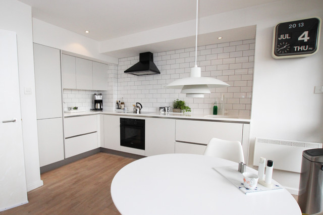 Contemporary matt white kitchen contemporary kitchen for Modern kitchen london