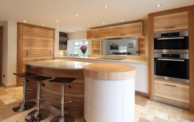 Contemporary Olive Ash, Oak and Hi-gloss Parapan contemporary-kitchen