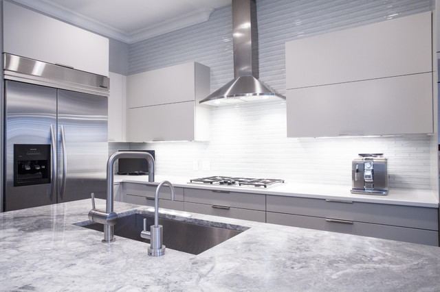 Contemporary Painted Grey Kitchen With High Gloss Island - Pale grey gloss kitchen