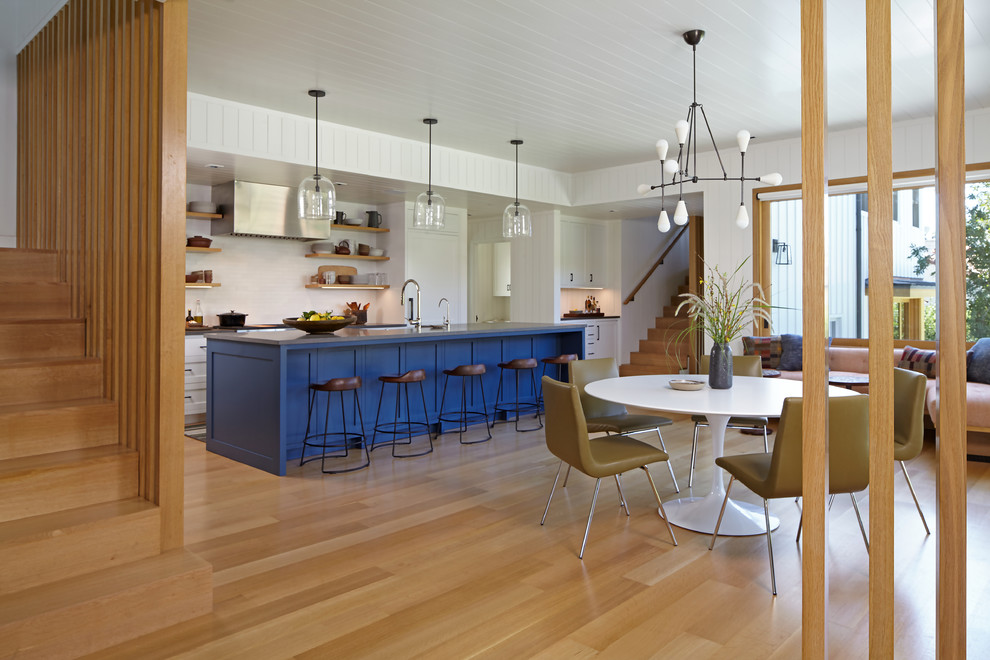 Example of a country kitchen design in Los Angeles