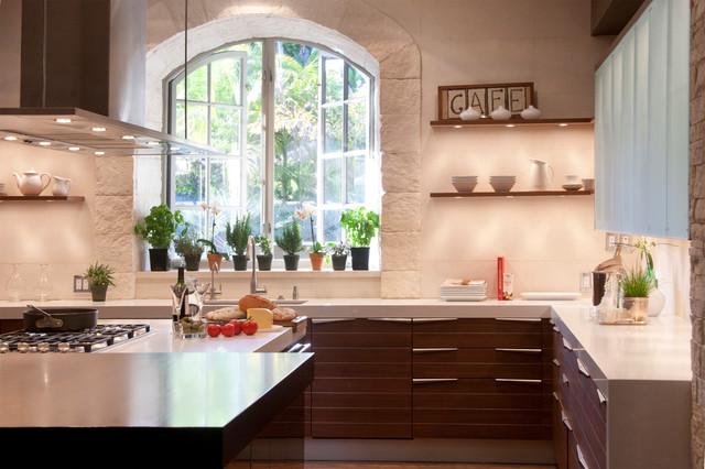 Contemporary u-shaped medium tone wood floor eat-in kitchen idea in Los  Angeles