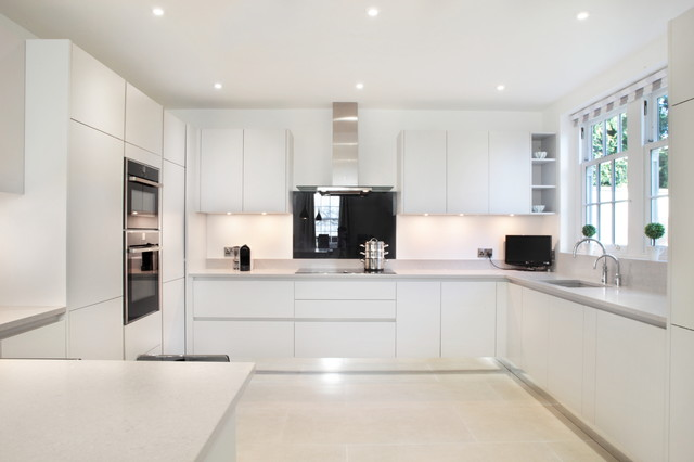 Contemporary U Shaped Light Grey Handle Less Kitchen