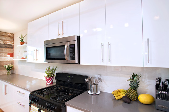 Contemporary white high gloss foil kitchen cabinets for Shiny white kitchen cabinets