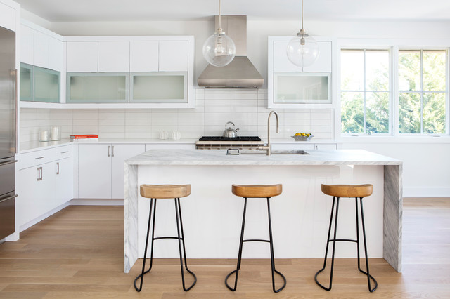 New This Week: 3 Gorgeous White And Gray Kitchens