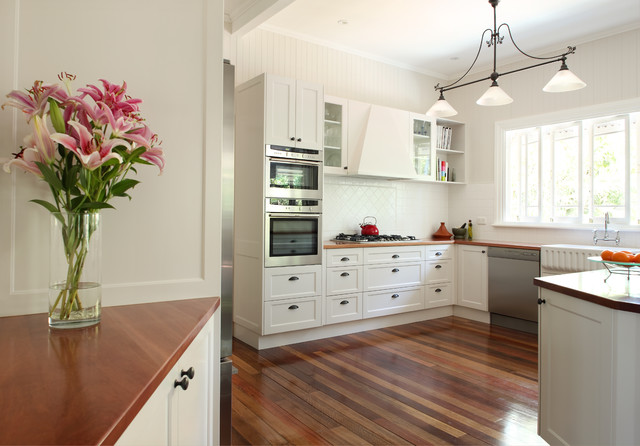 Contempory Colonial transitional-kitchen