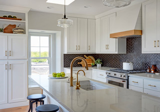 Kitchen of the Week: White Cabinets and an Open Layout (8 photos)