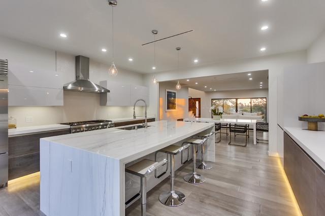 Cool modern kitchen in los angeles ca modern kitchen for Kitchen set los angeles