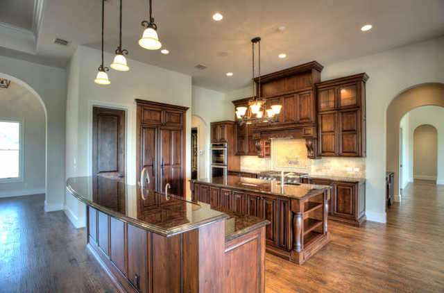Cordillera Ranch traditional kitchen