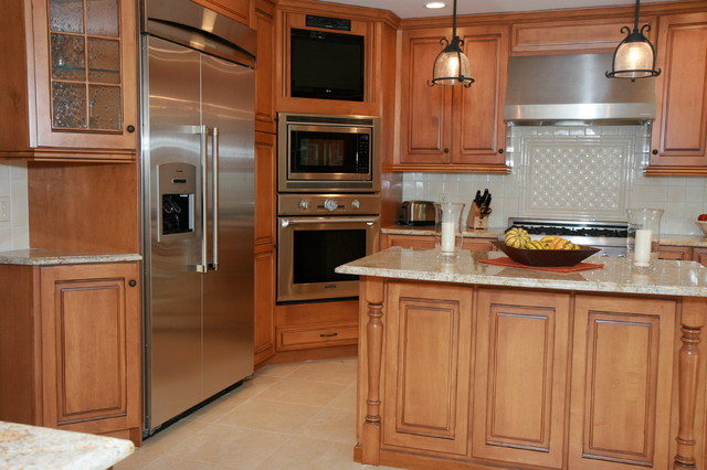 Corner Oven Maple Cabinets American Traditional Kitchen New York By Creative Kitchen Designs