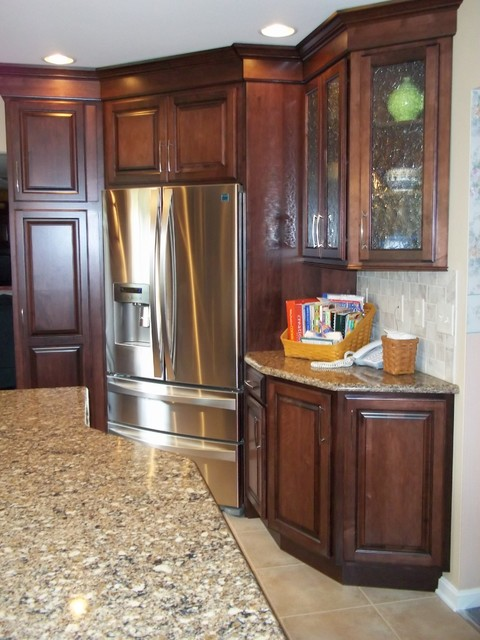 Corner Refrigerator Kitchen Renovation Traditional