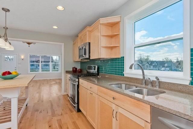 Cottage Queen contemporary-kitchen