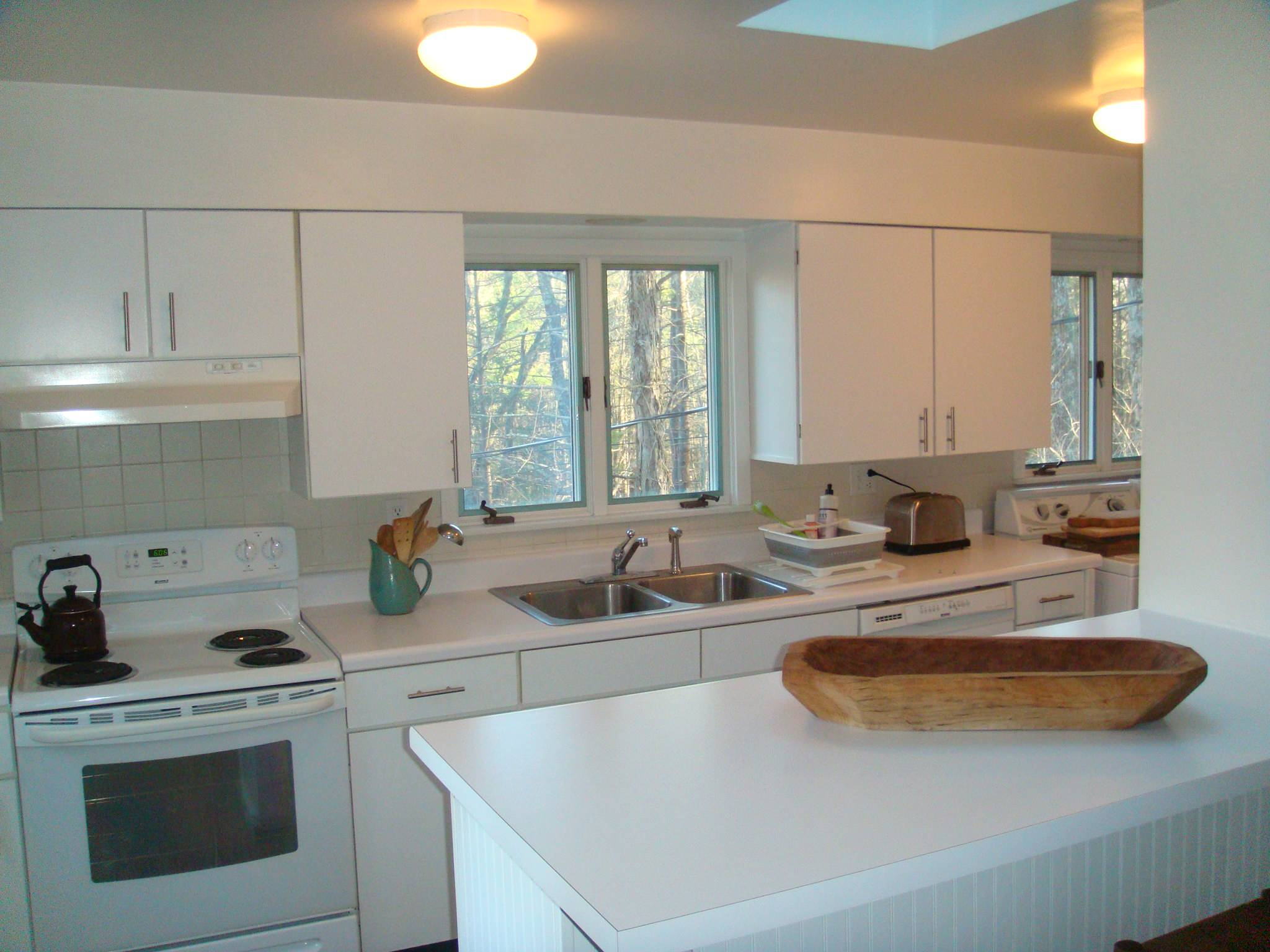 Cottage Woodstock VRBO Staged & Renovated