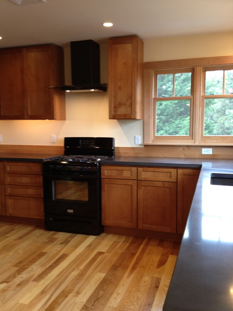 Countertops traditional-kitchen
