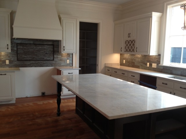 Great Countertops/Sinks/Faucets Traditional Kitchen
