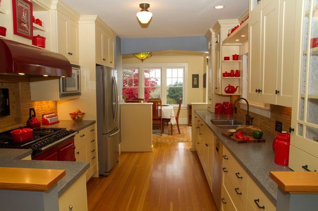 Country Arts & Crafts Cottage traditional-kitchen