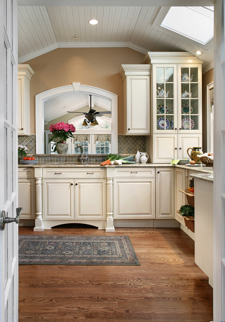 Country cottage galley kitchen traditional kitchen for Country cottage kitchen design