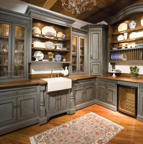 Country English Butler's Pantry traditional-kitchen
