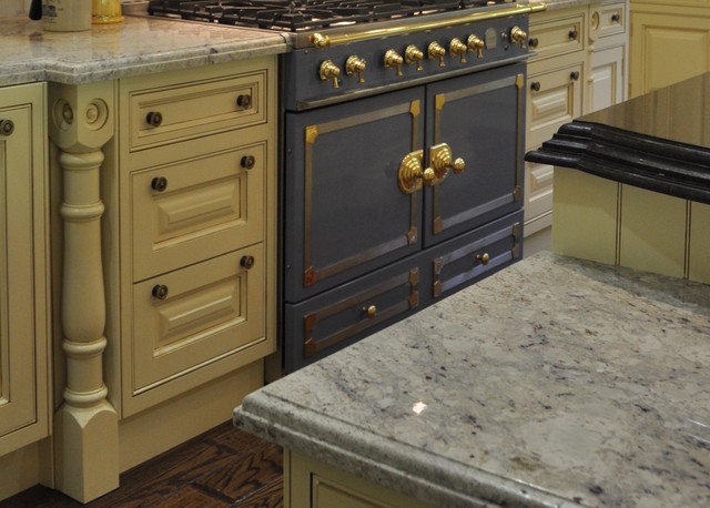 Country french kitchen traditional kitchen san - Clive christian kitchen cabinets ...