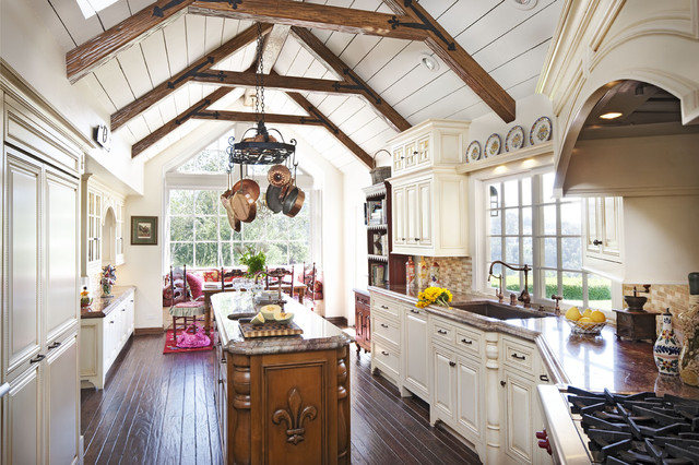 Country French Kitchen Traditional Kitchen