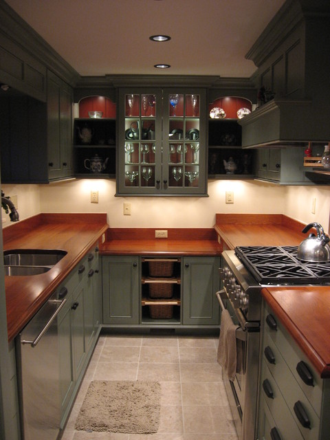 Country Galley Kitchen Traditional Kitchen New York By Jeff Spiers The Old Lumberyard Inc
