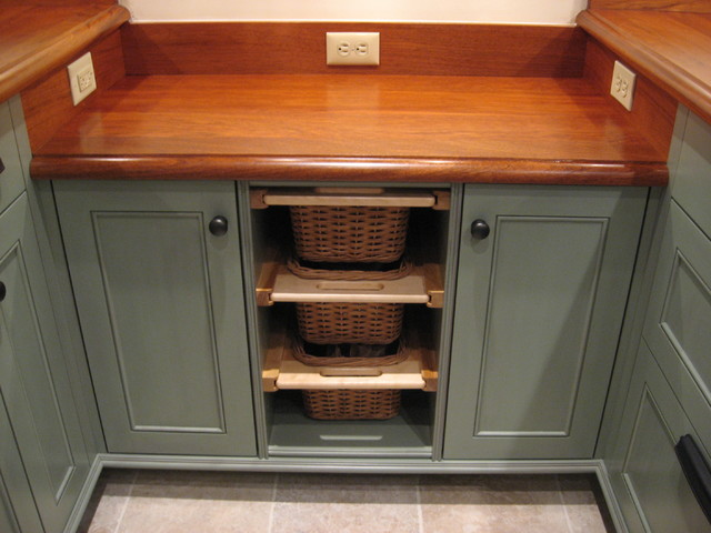 Country galley kitchen traditional kitchen new york for Country style galley kitchens