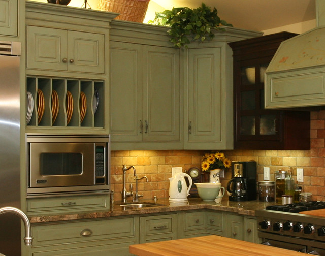 Distressed country kitchen cabinets for Country kitchen cabinets