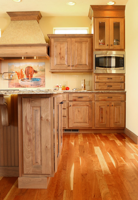 Country kitchen rustic beech traditional kitchen for Beech wood kitchen cabinets
