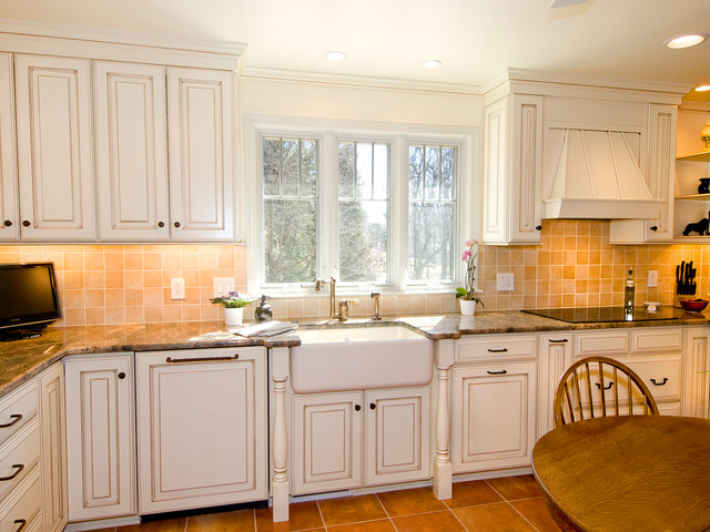 Country painted maple kitchen traditional kitchen for Baltimore kitchen cabinets