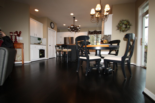Country Sophisticated Black Floor Traditional Kitchen – Black Floor Kitchen