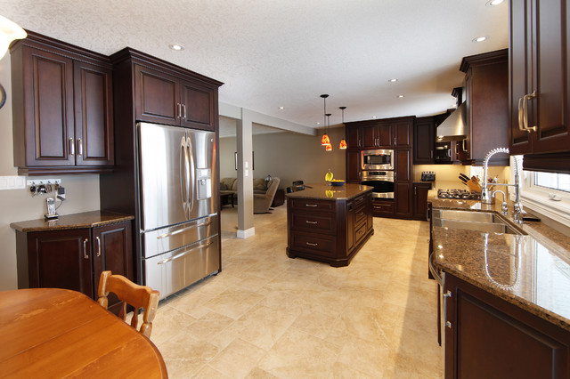 Country Squire Kitchen traditional-kitchen
