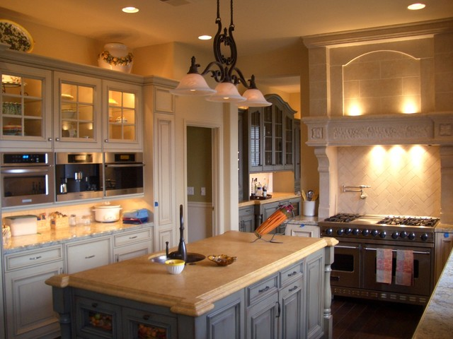 Cozy country kitchen with island and granite countertops for Country kitchen countertop ideas