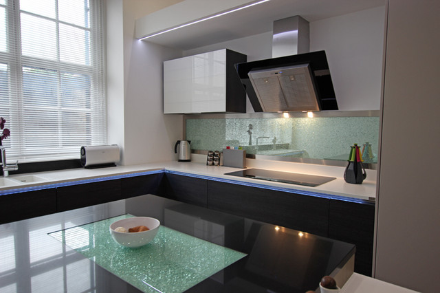 Cracked glass kitchen splashback contemporary kitchen for Modern kitchen london