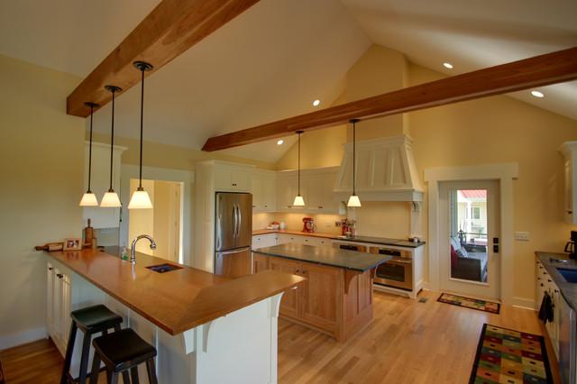 Craftsman Cottage: Kitchen craftsman-kitchen