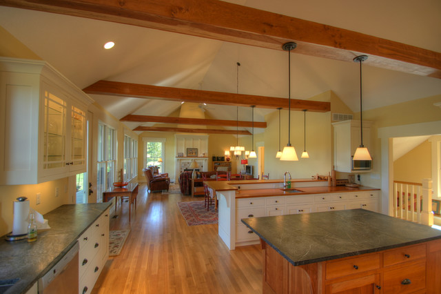 Craftsman Cottage: Open Living Spaces traditional kitchen