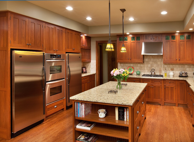 Example Of An Arts And Crafts Kitchen Design In Columbus