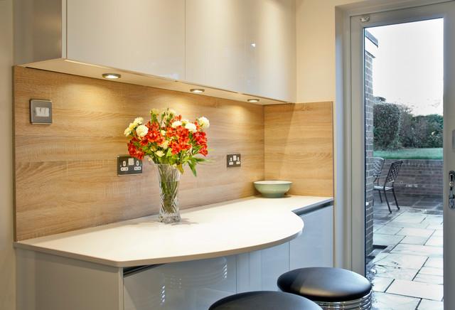 Cream Handleless Kitchen With Quartz Worktops Contemporary Kitchen Sussex By Black Rok