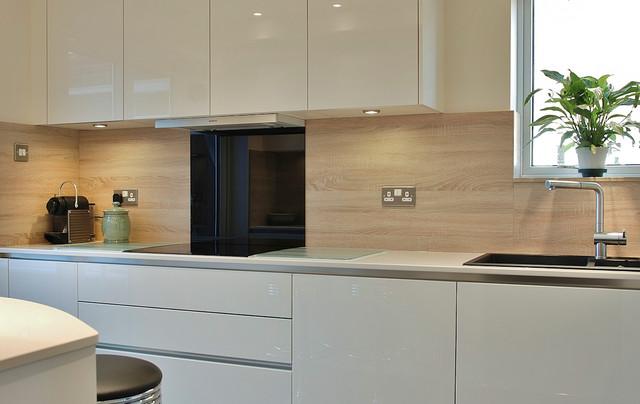 Cream Handleless Kitchen With Quartz Worktops Contemporary Kitchen
