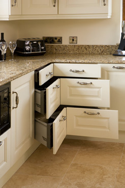 traditional kitchen by Glenvale Kitchens