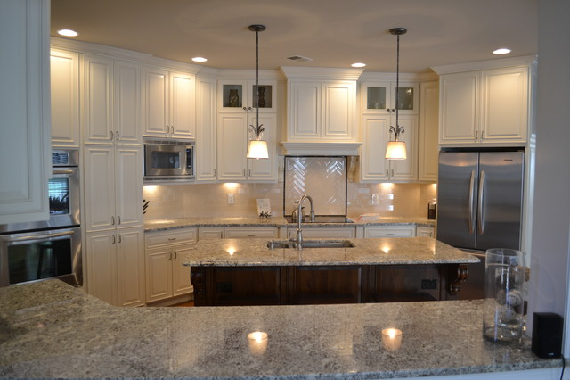 Creamy white kitchen traditional kitchen atlanta for Kitchen cabinets houzz