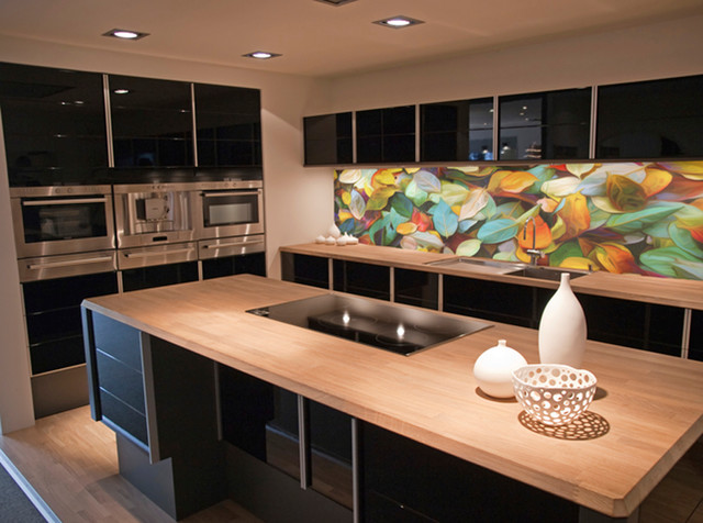 Example of a minimalist kitchen design in Sydney