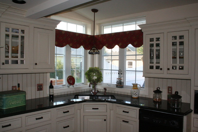 Creative Corner Sink Amp Window Solution Traditional Kitchen