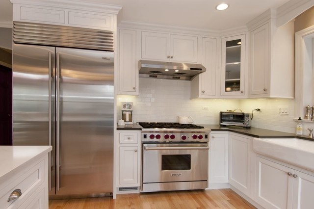 Crisp White Kitchen Traditional Kitchen Chicago By Ddk Kitchen Design Group
