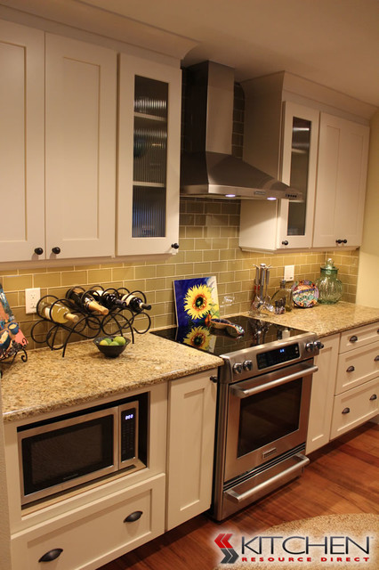 Crown molding with cabinet uppers transitional kitchen for Kitchen cabinets direct
